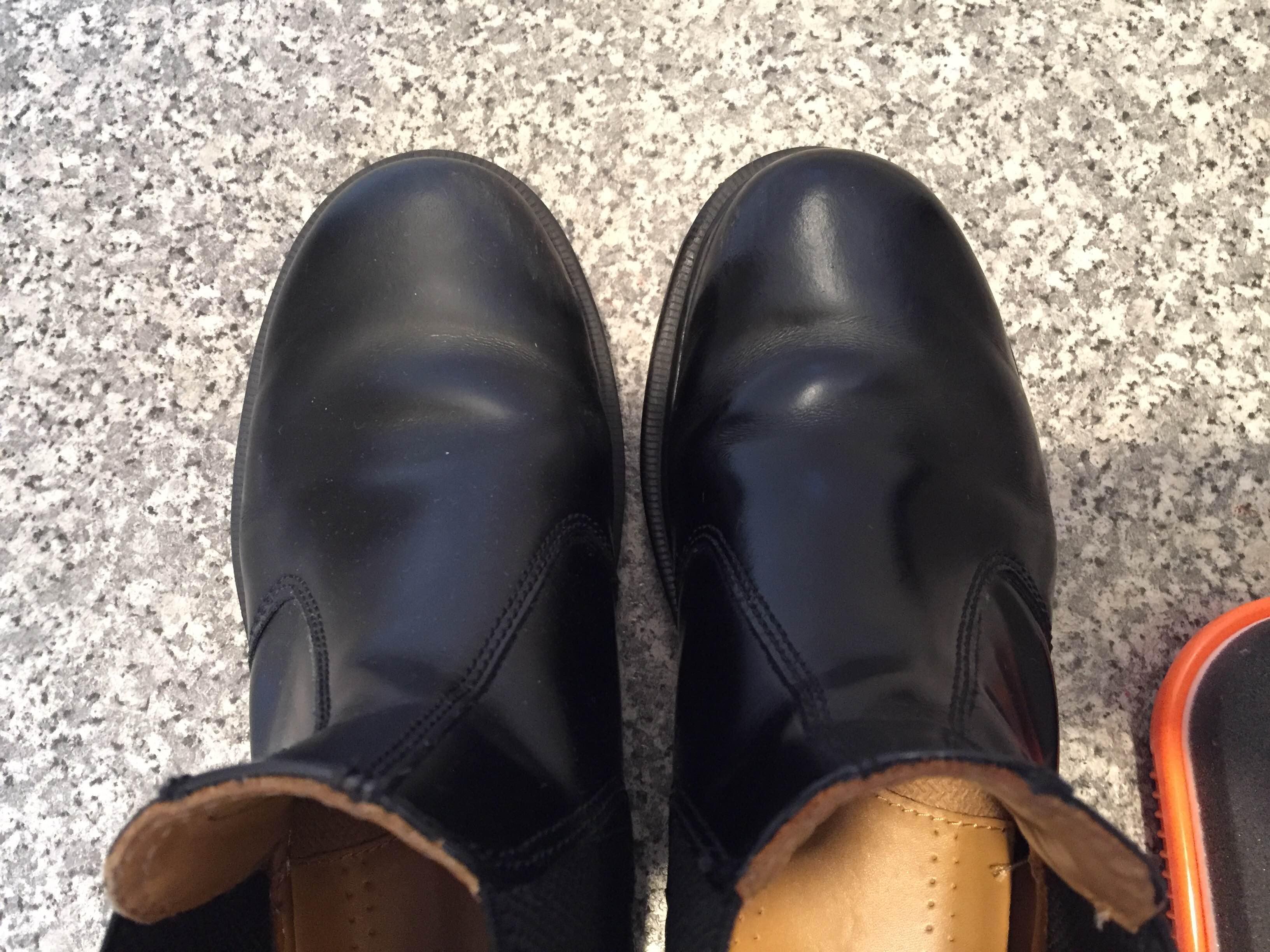 靴のツヤ出し磨き